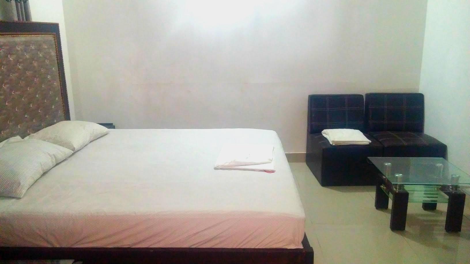 Room for dating karachi