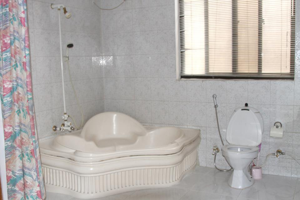Book delano inn guest house islamabad cheap rates for Bathroom designs pakistan